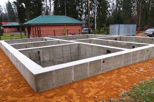 Строим фундамент под дом из пеноблока