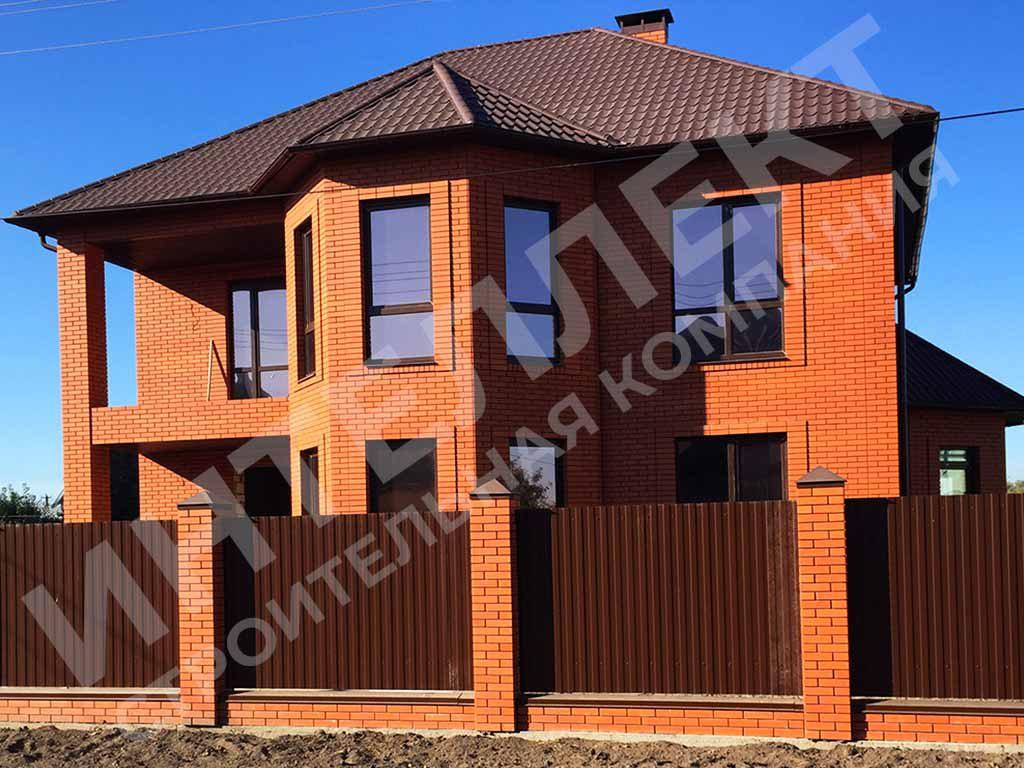 Завершили строительство дома из керамоблоков с облицовкой кирпичом