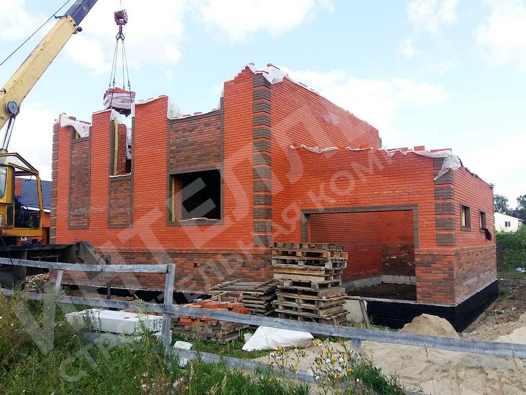 Дом из кирпича - фото в процессе строительных работы