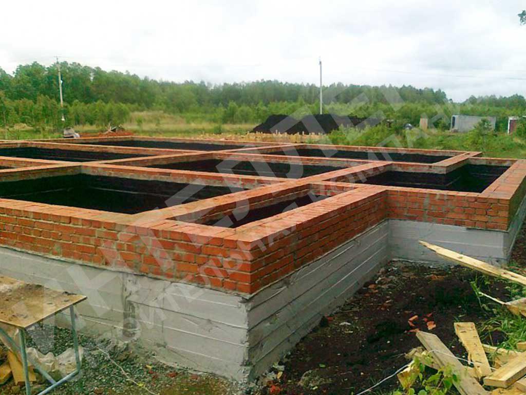 Вид фундамента - фото из портфолио по строительству домов из кирпича