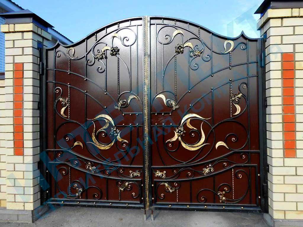 Кованые ворота под заказ для забора из кирпича