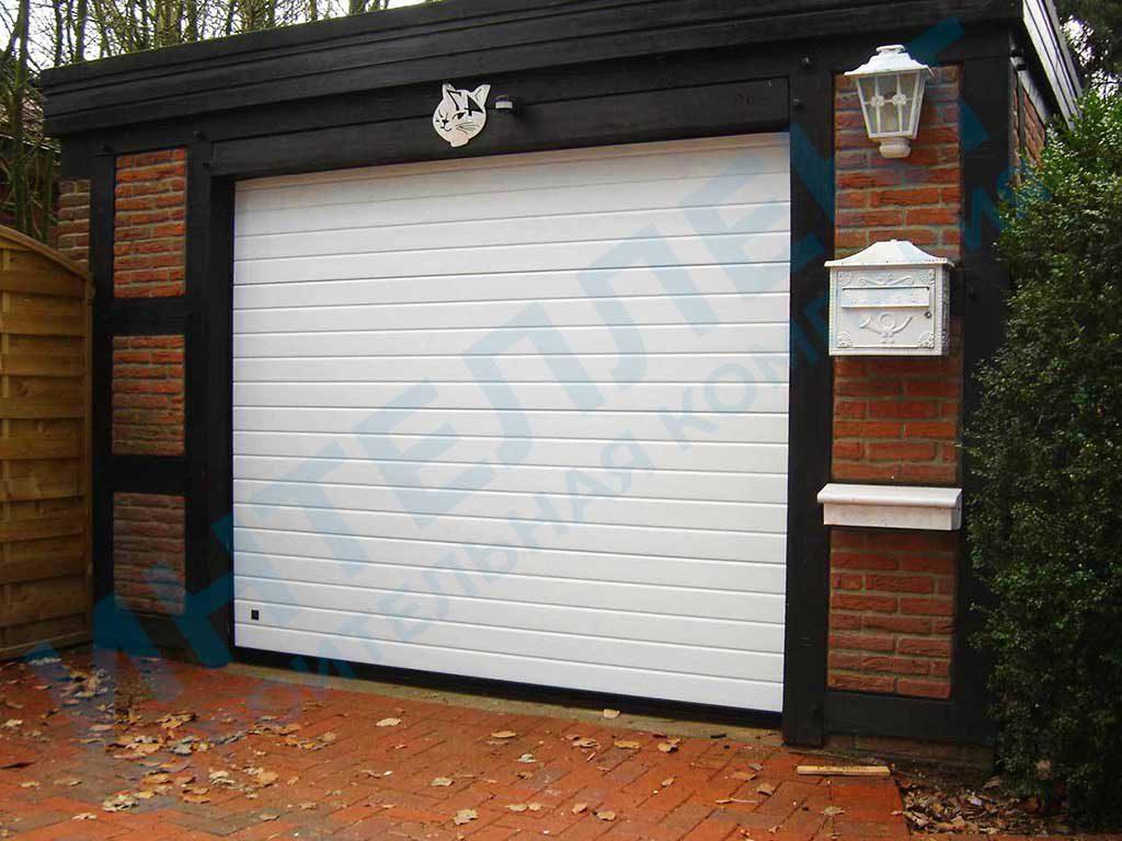 Секционные ворота для гаража на один автомобиль