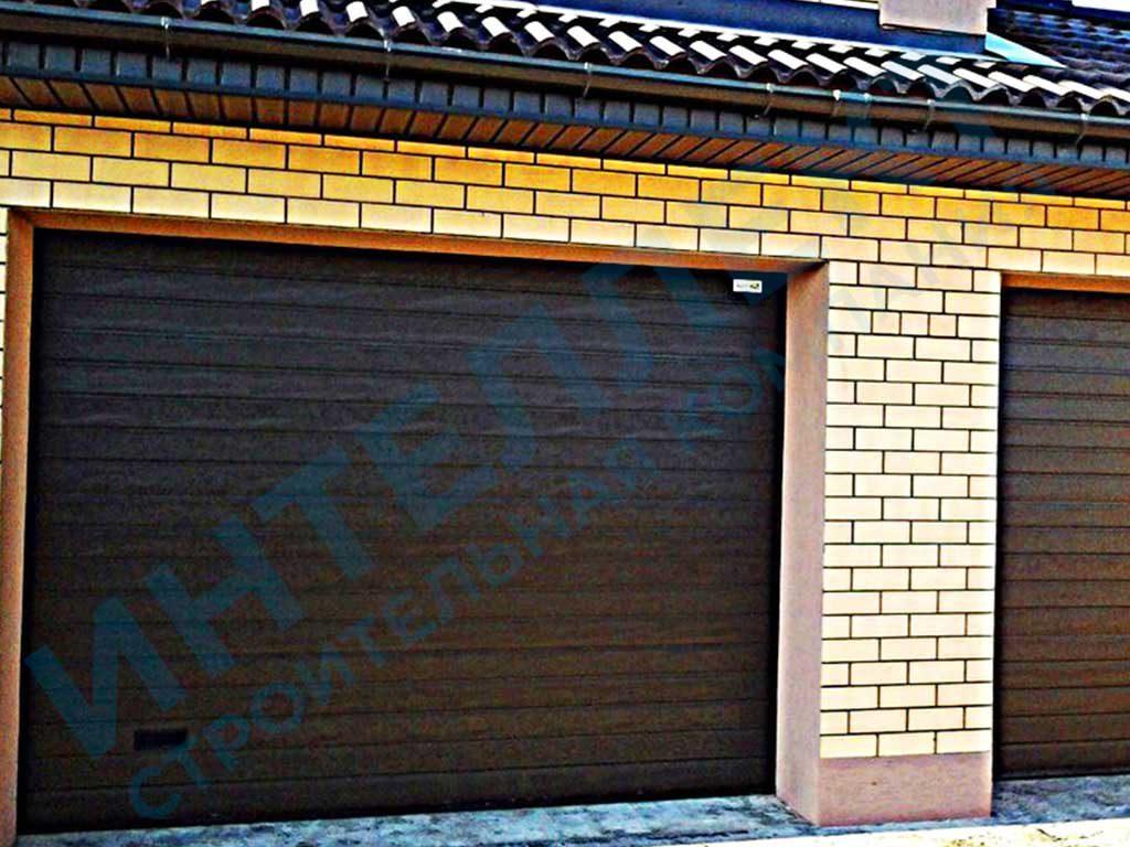 Установили секционные ворота для гаража