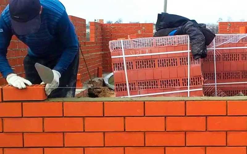 Возведение (строительство) стен дома 10 на 10 из кирпича
