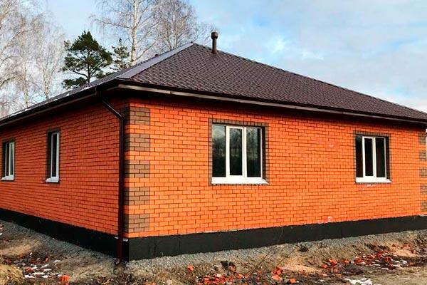 Одноэтажный дом 10 на 10 из керамоблоков - пример работы.