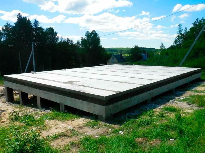 Ростверковый фундамент с монолитной плитой