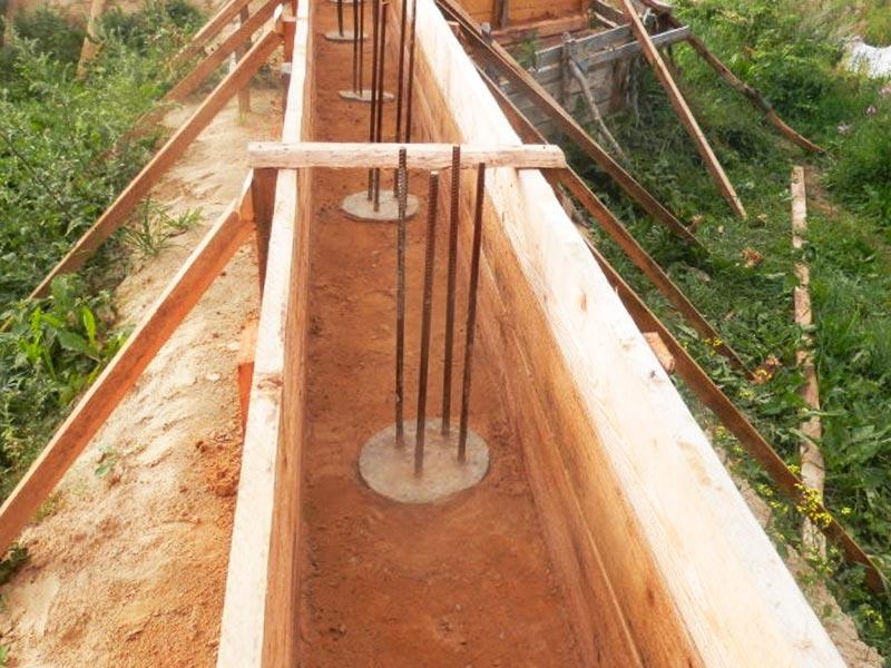 Строительство опалубки для возведения ростверкового фундамента