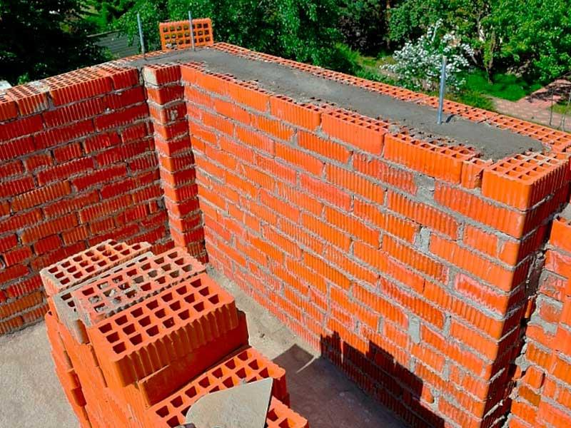Строительство стен дома из кирпича