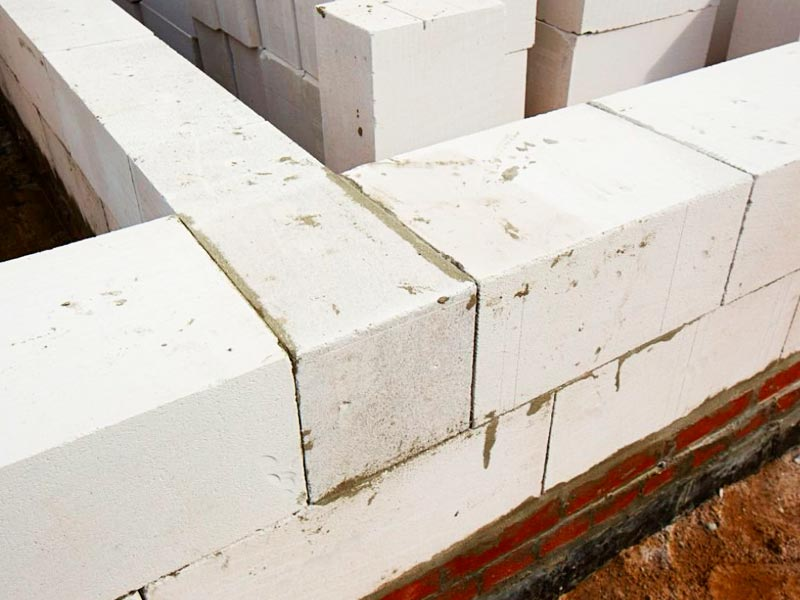 Возведение стен дома из пенобетона