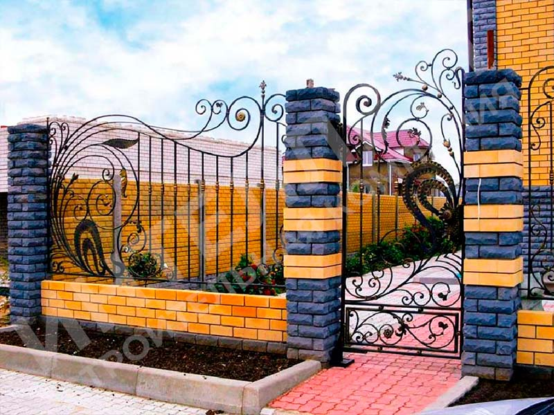 Кирпичный забор - пример работы готового забора номер 6
