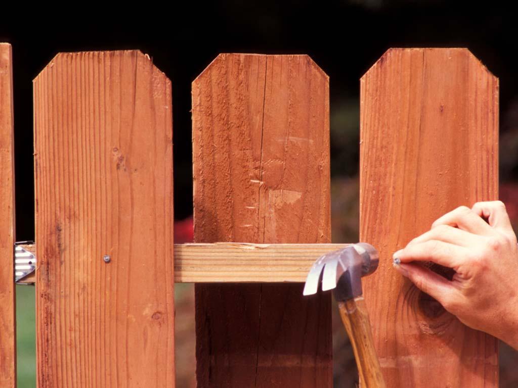 Крепление простенка деревянного забора