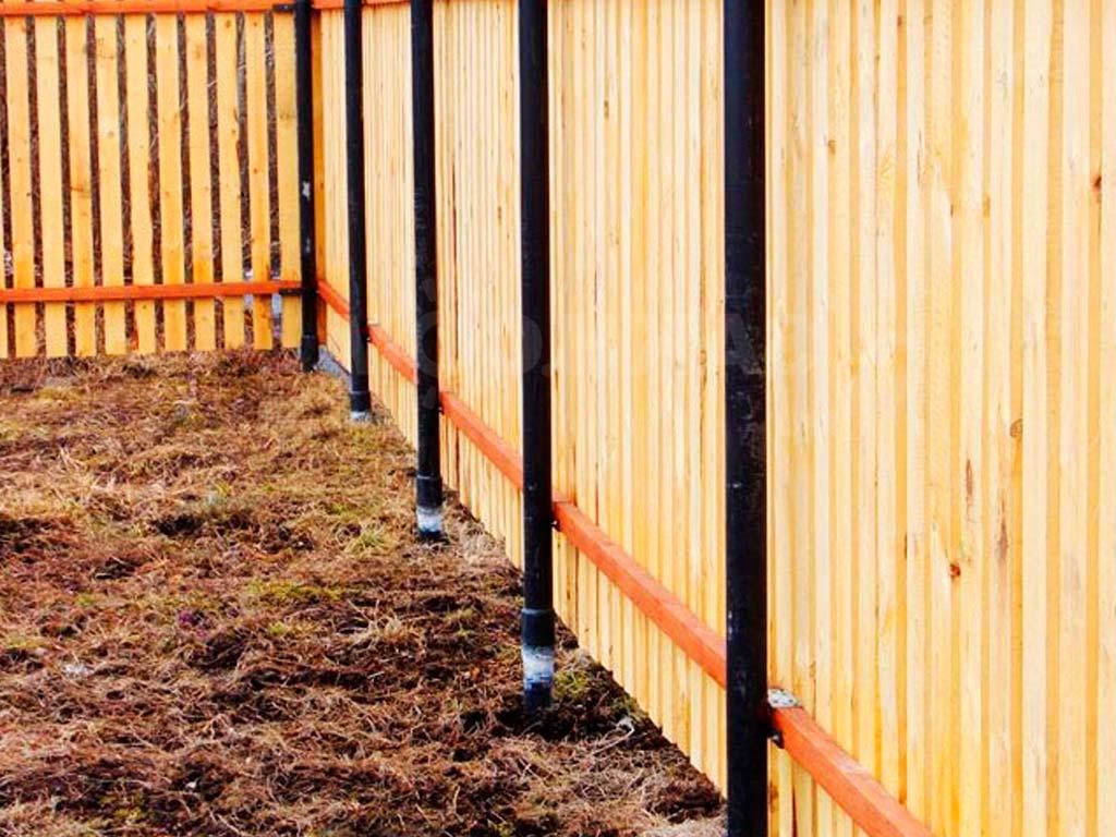 Установка (монтаж) столбов для деревянного забора