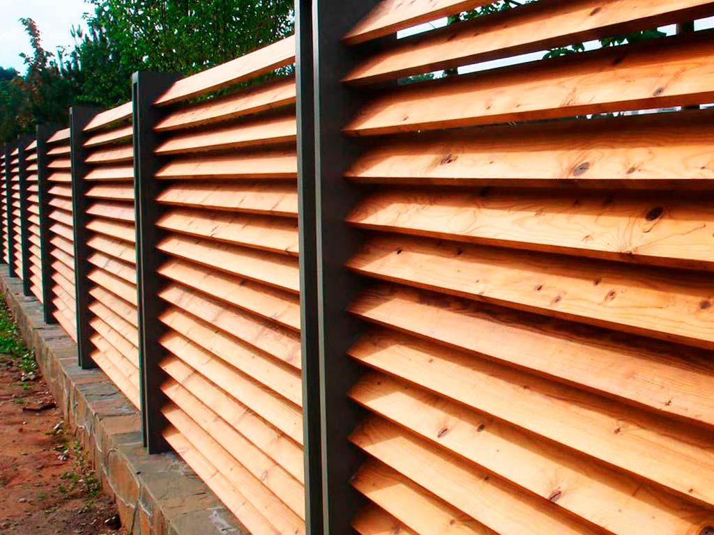 Забор из дерева Планкен
