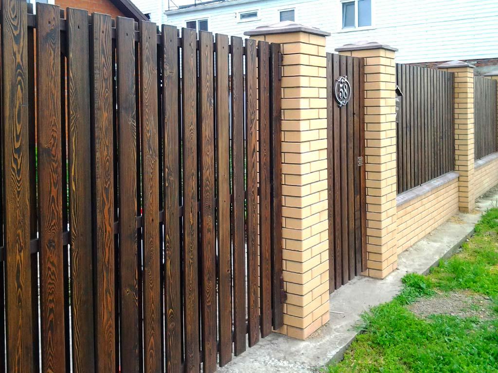 Забор из каменного дерева