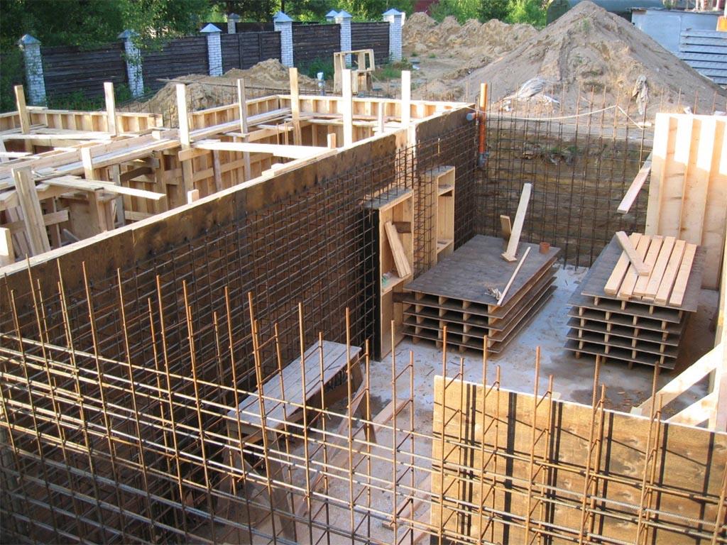 Строительство фундамента с цокольным этажом - подготовка к заливке бетона
