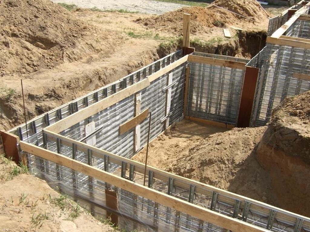 Процесс строительства фундамента с погребом